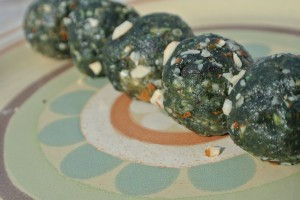These energy balls as great as part of breakfast, as a snack on-the-go, or dessert!